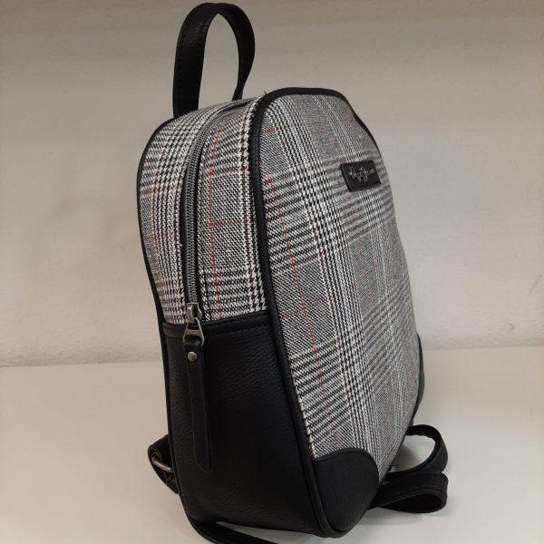 Bolso mochila de Pepe Jeans piel negro y cuadros